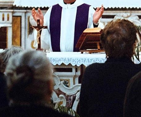 Firenze sacerdote indagato
