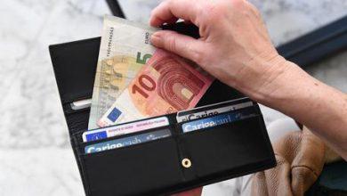 tasse soldi banconote cash