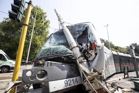 Roma tram deraglia