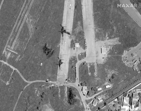 Libia aeroporto Tripoli bombardamento