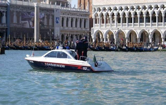venezia turisti nudi