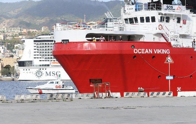 ocean viking migranti messina