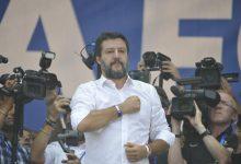 Salvini, a Pontida con una bambina di Bibbiano