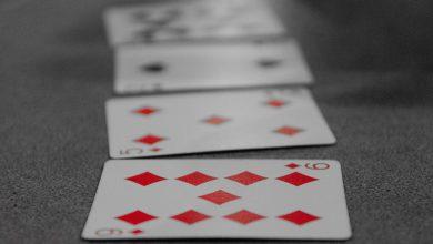 cieco gioca a carte