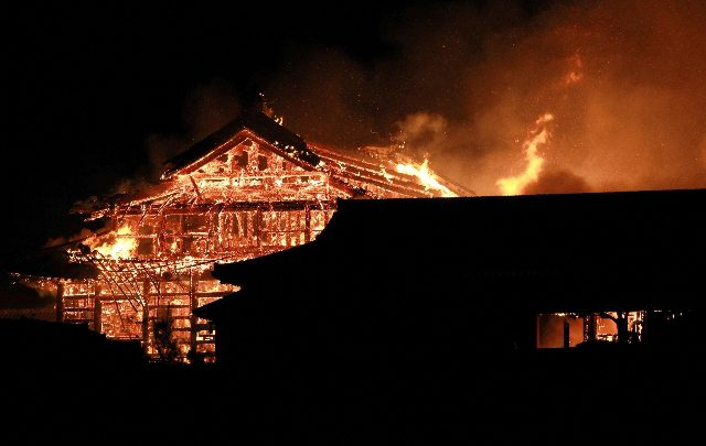 Castello Okinawa incendio