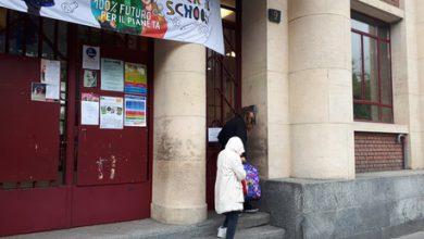 Milano, bimbo precipitato a scuola