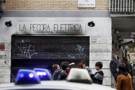 roma incendio libreria pecora elettrica