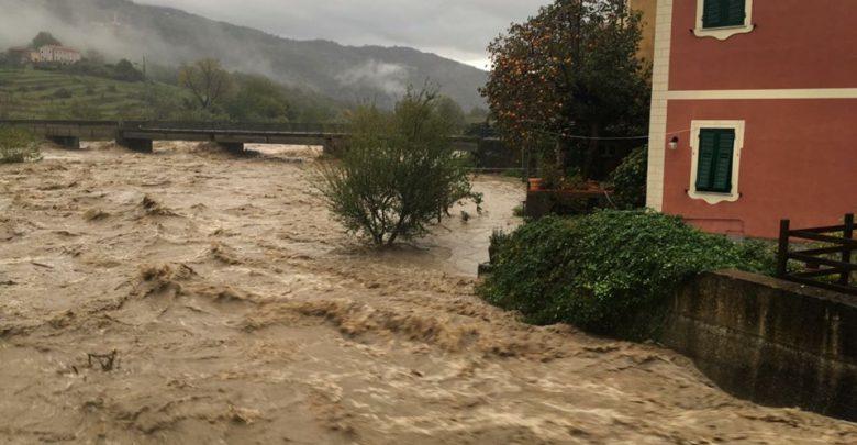 Maltempo in Liguria, esondato il fiume Vara