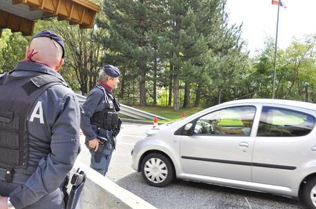 Immigrazione clandestina, sgominata banda di passeur